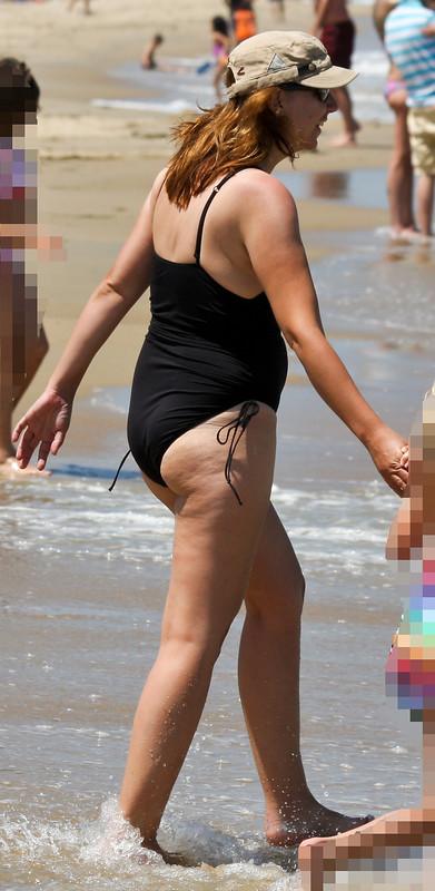 hot milf in 1 piece swimsuit