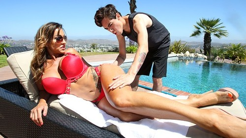 BrokenMILF – Aubrey Black Curvy MILF Aubrey Black Make Out With The Pool Boy [FullHD 1080p]