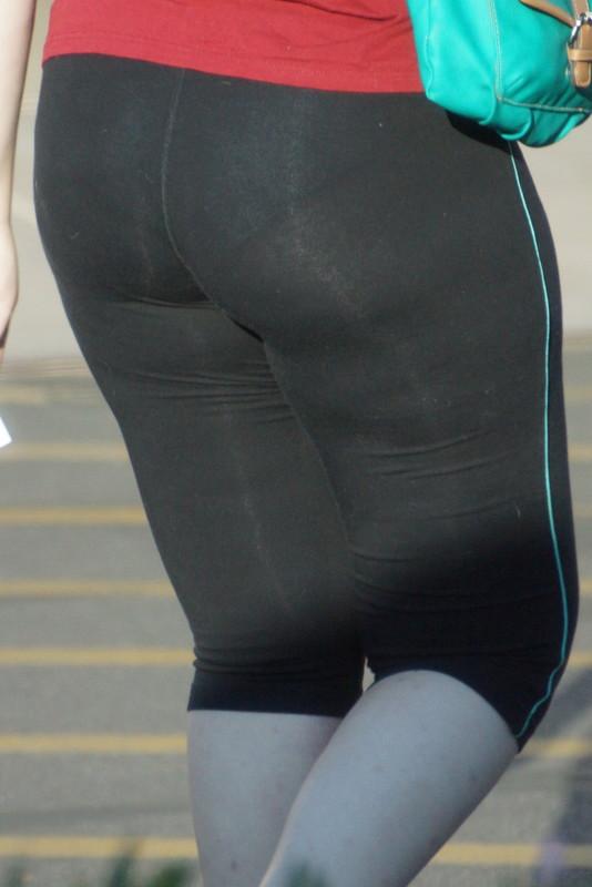 milf butt in capri leggings