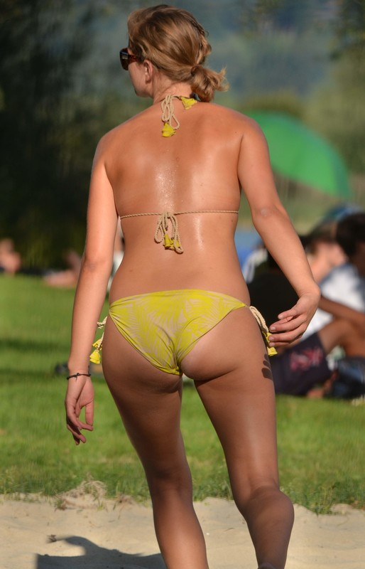 volleyball hottie in yellow bikini