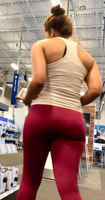 beautiful booty in red gymshark leggings