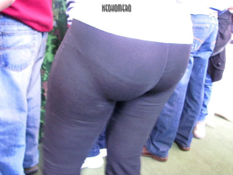 big & round booty in sexy black leggings