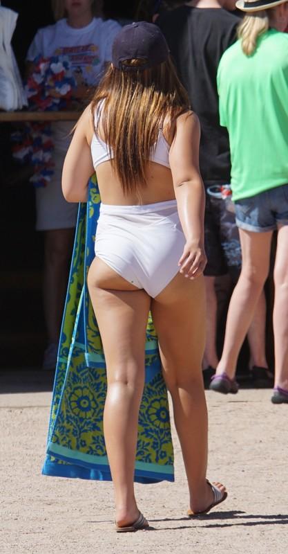 tourist hotties in pretty bikinis