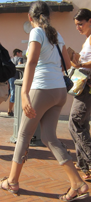 nice teen booty in tight spandex pants