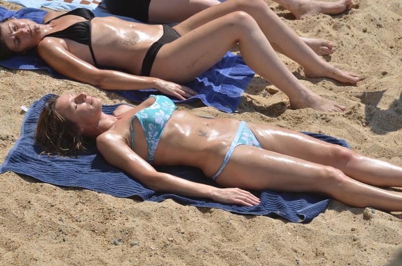 2 oiled bikini college bodies