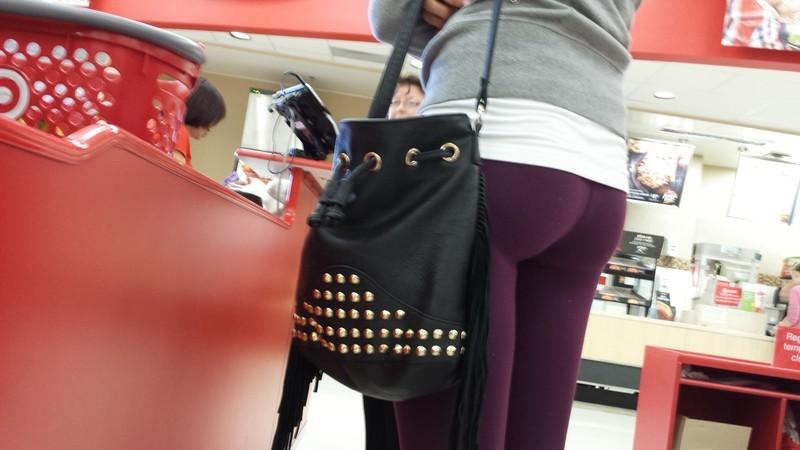 shopper milf boort in purple yoga pants