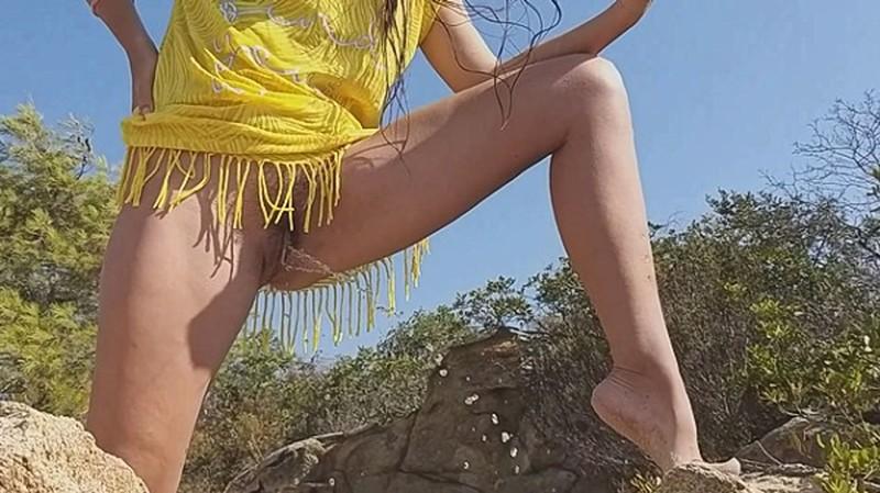 Up dress NO PANTIES - PEE an Sea Shore - Watch XXX Online [FullHD 1080P]
