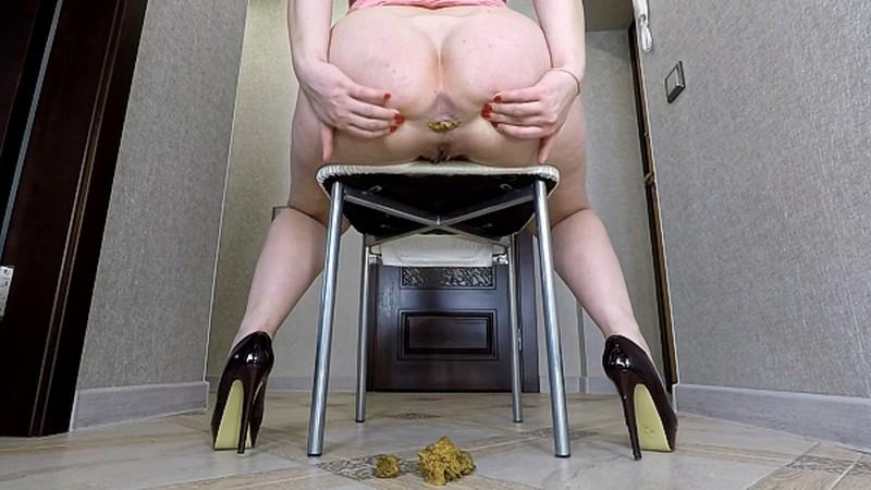 janet - Shitting Under Chair - Watch XXX Online [FullHD 1080P]