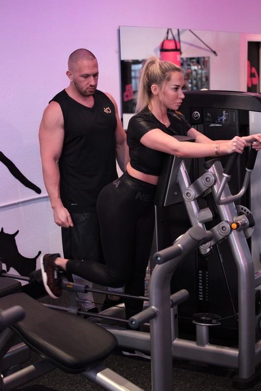 gym babe Claudia Fijal in sexy nebbia sportswear