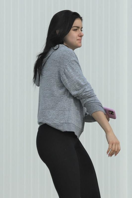 cute actress babe Ariel Winter in pretty leggings and ugg boots