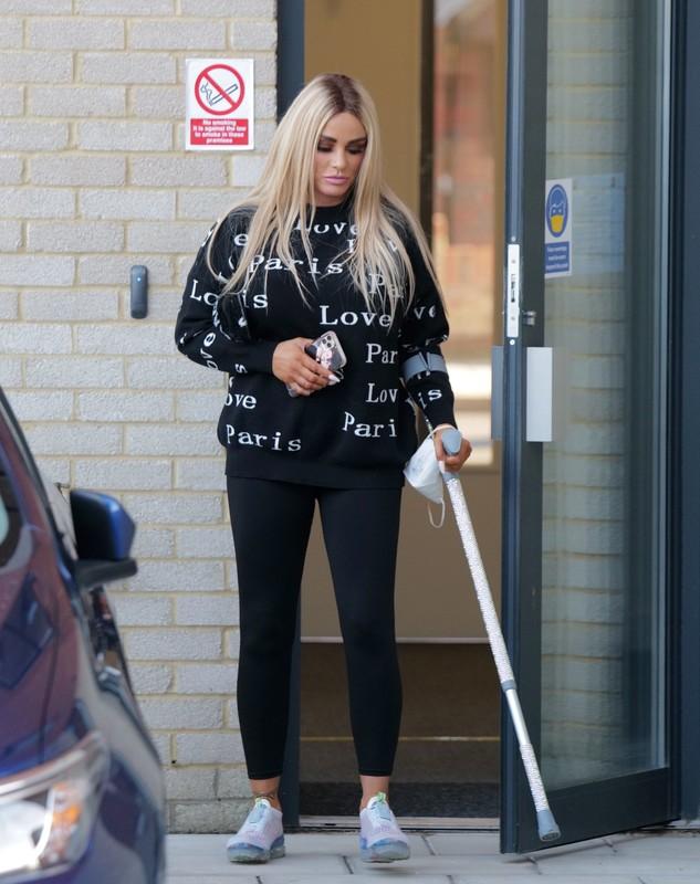 blonde hottie Katie Price in sexy black leggings