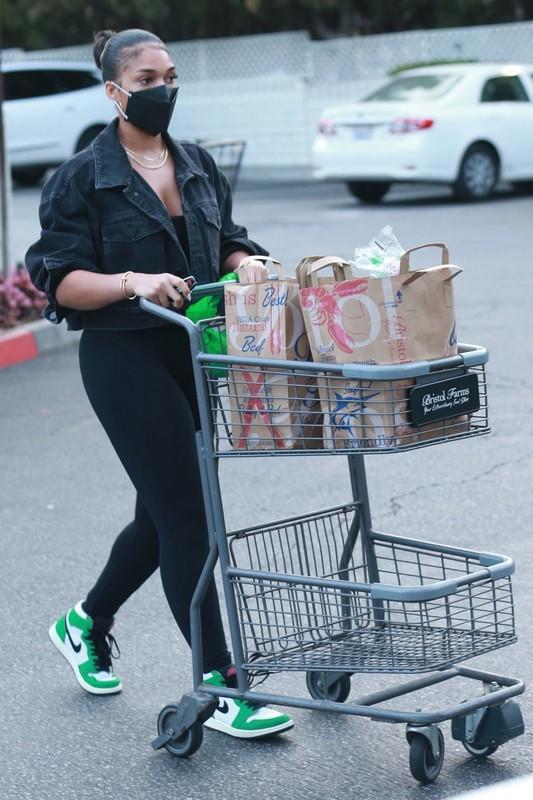 ebony hottie Lori Harvey in black lycra pants