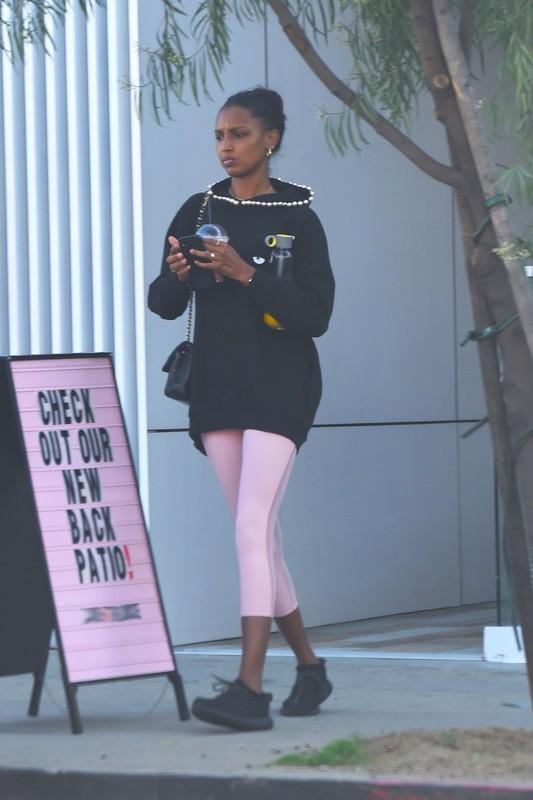 ebony hottie Jasmine Tookes is sexy pink yogapants