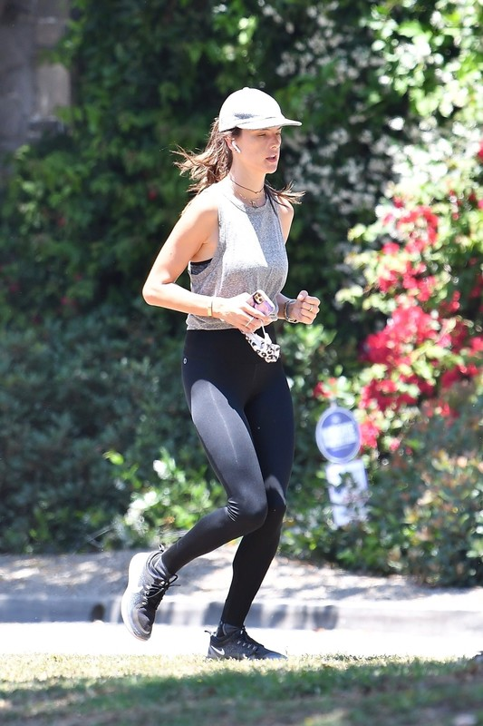 jogger babe Alessandra Ambrosio in sexy yoga pants