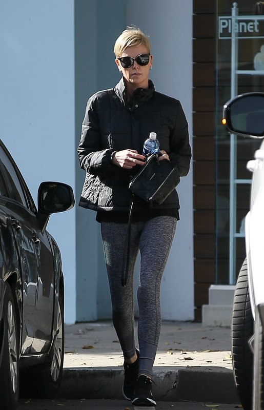 blonde milf Charlize Theron in sexy grey yogapants