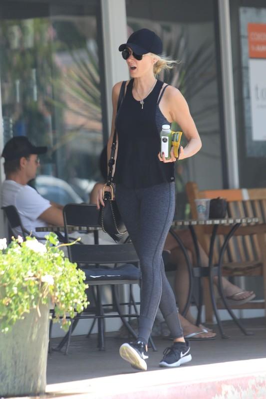 blonde milf Kimberly Stewart in sexy yoga pants