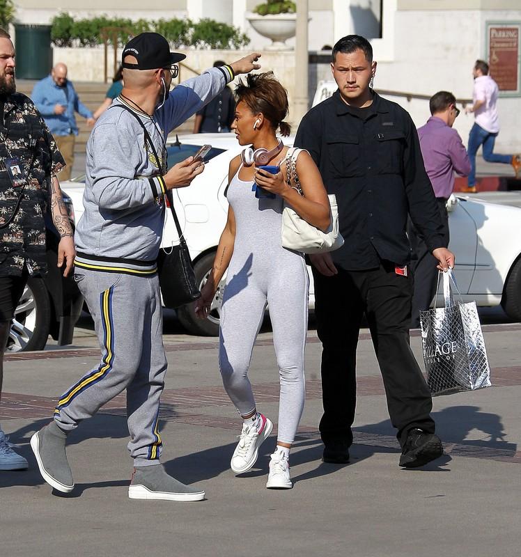 pretty ebony babe Melanie Brown in candid gym uniform