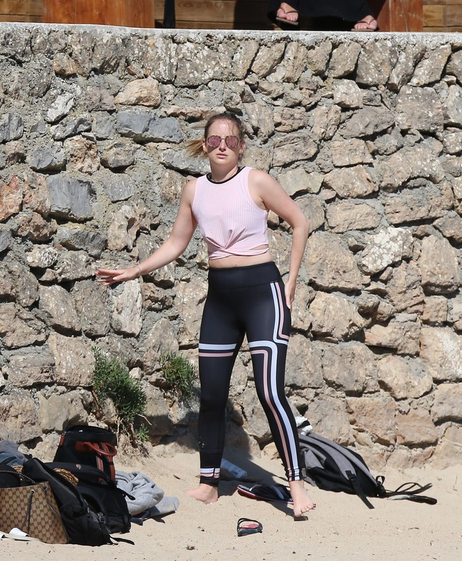 Kirsty Gallacher, Rosie Fortescue & Susie Amy joggings on the beach
