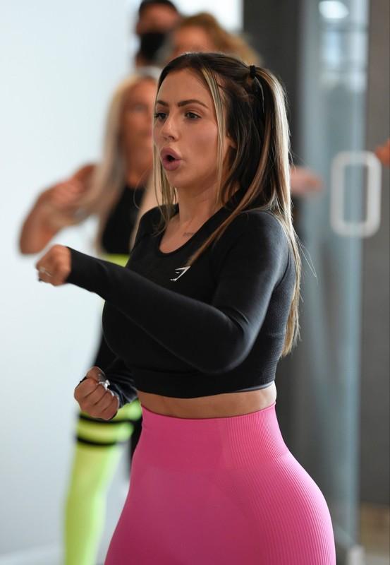 english babe Holly Hagan in pink yogapants