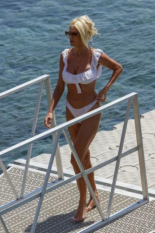 blonde milf Victoria Silvstedt in white bikini on a beach