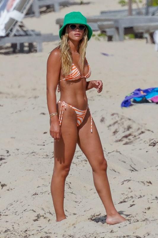 blonde lady Sofia Richie in sexy bikini