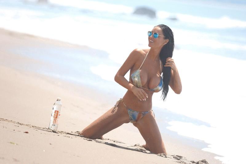 magnificent babe Charlie Riina in sexy bikini
