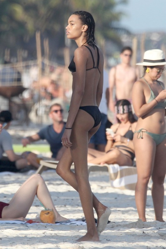 skinny babe Lameka Fox in wet black bikini