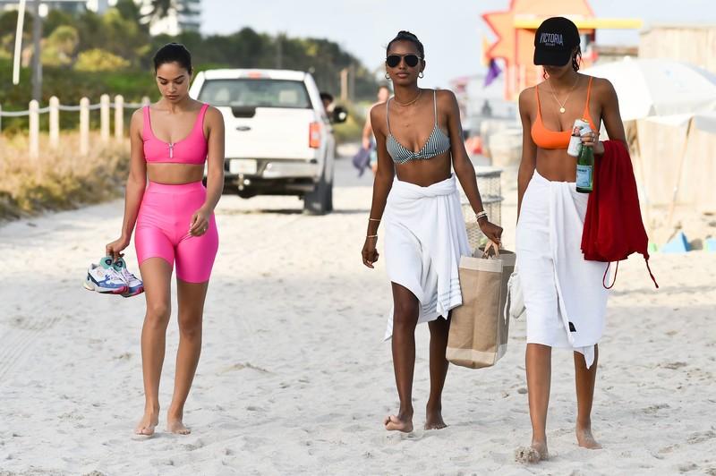 handsome girls Jasmine Tookes, Shanina Shaik & Lais Ribeiro beach party album