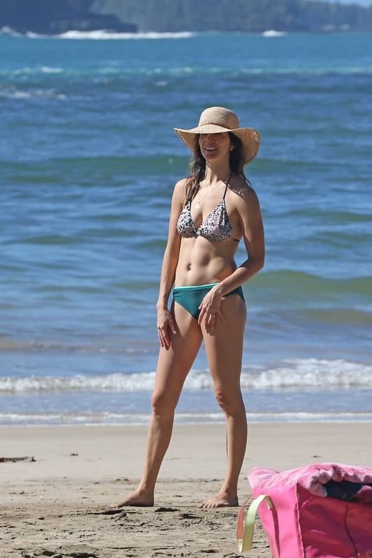 surfer babe Michelle Morgan in wet bikini & hat