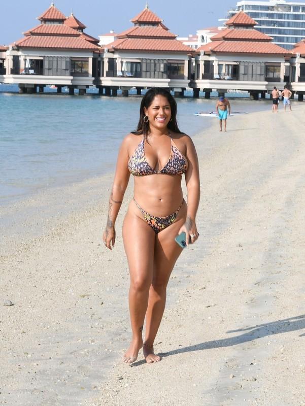 curvy babe Malin Andersson in naughty bikini