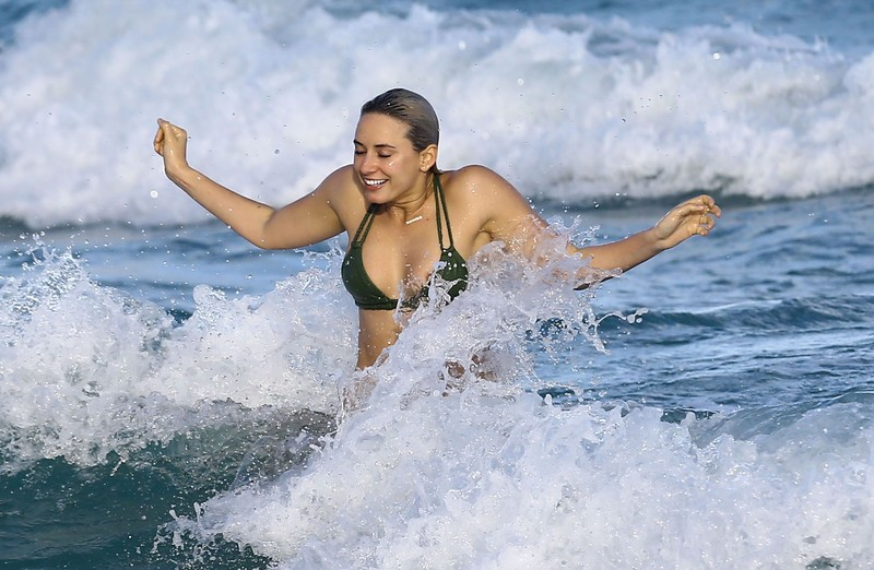 snapchat star Yesjulz in wet green bikini
